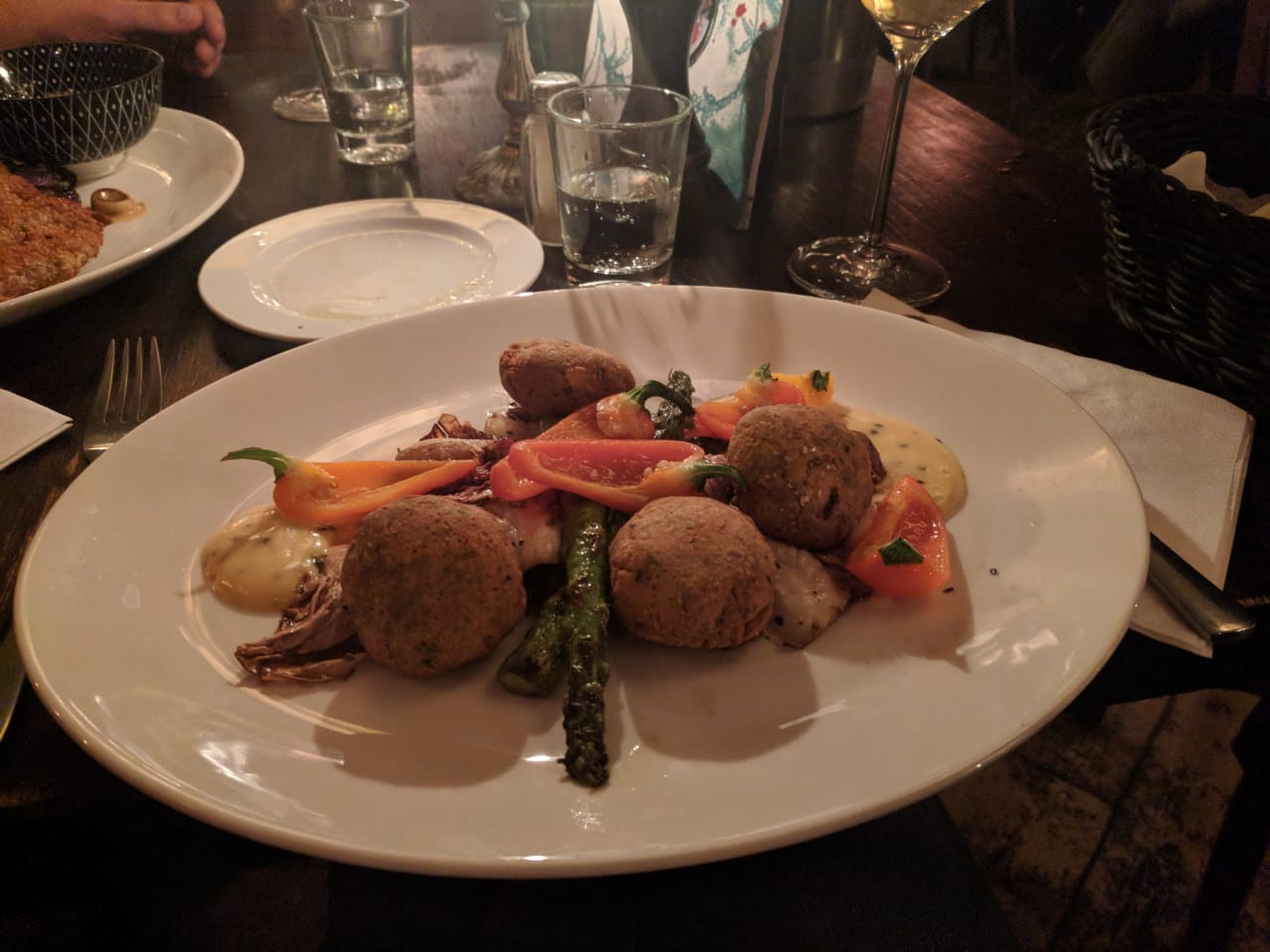 Falafel mit Spargel, Chicorino & Paprika, Mittenmang, Berlin
