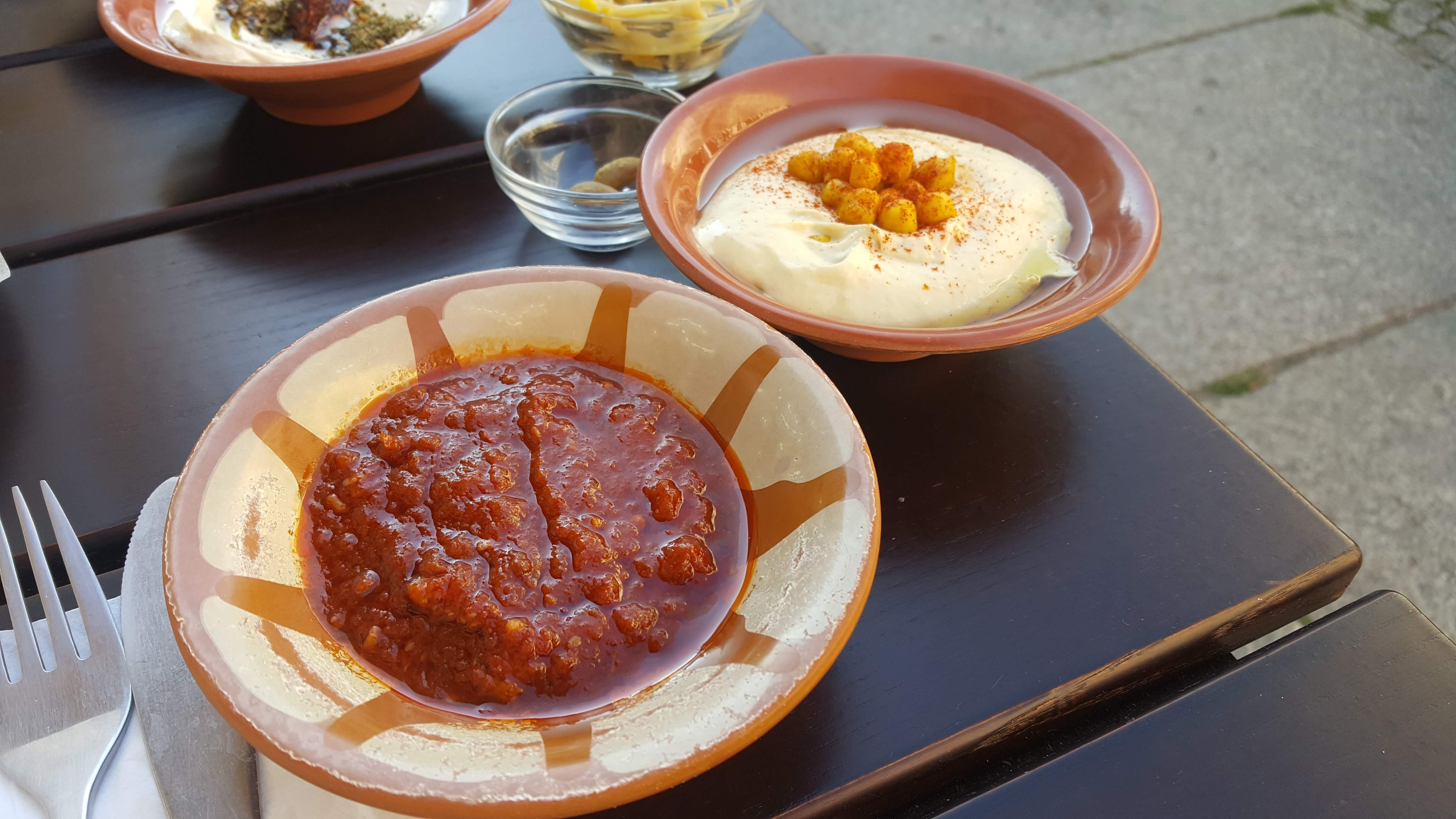 Matbucha und Hummus, Yafo, Berlin