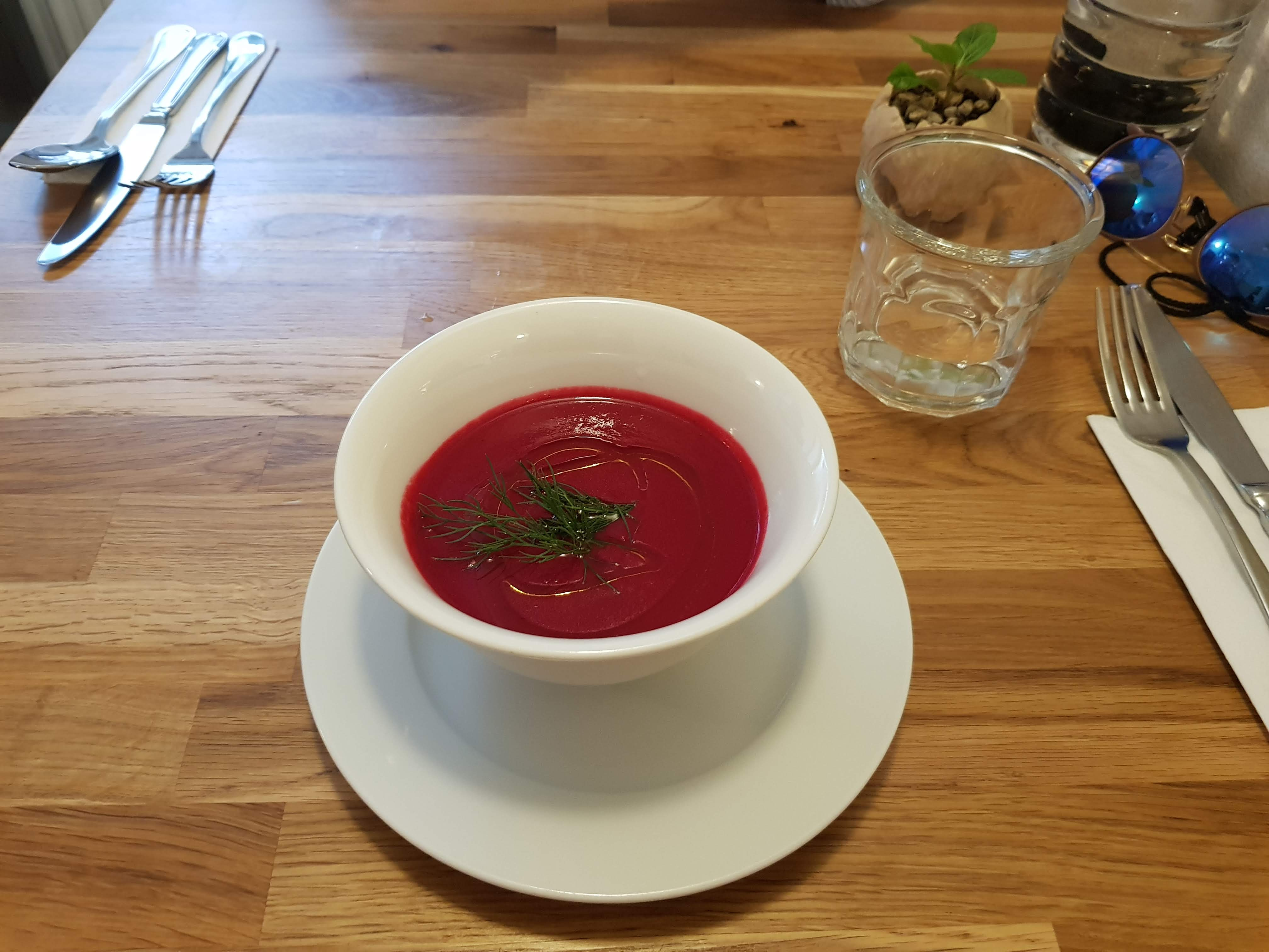 Rote Bete Suppe, Estrella, Prag