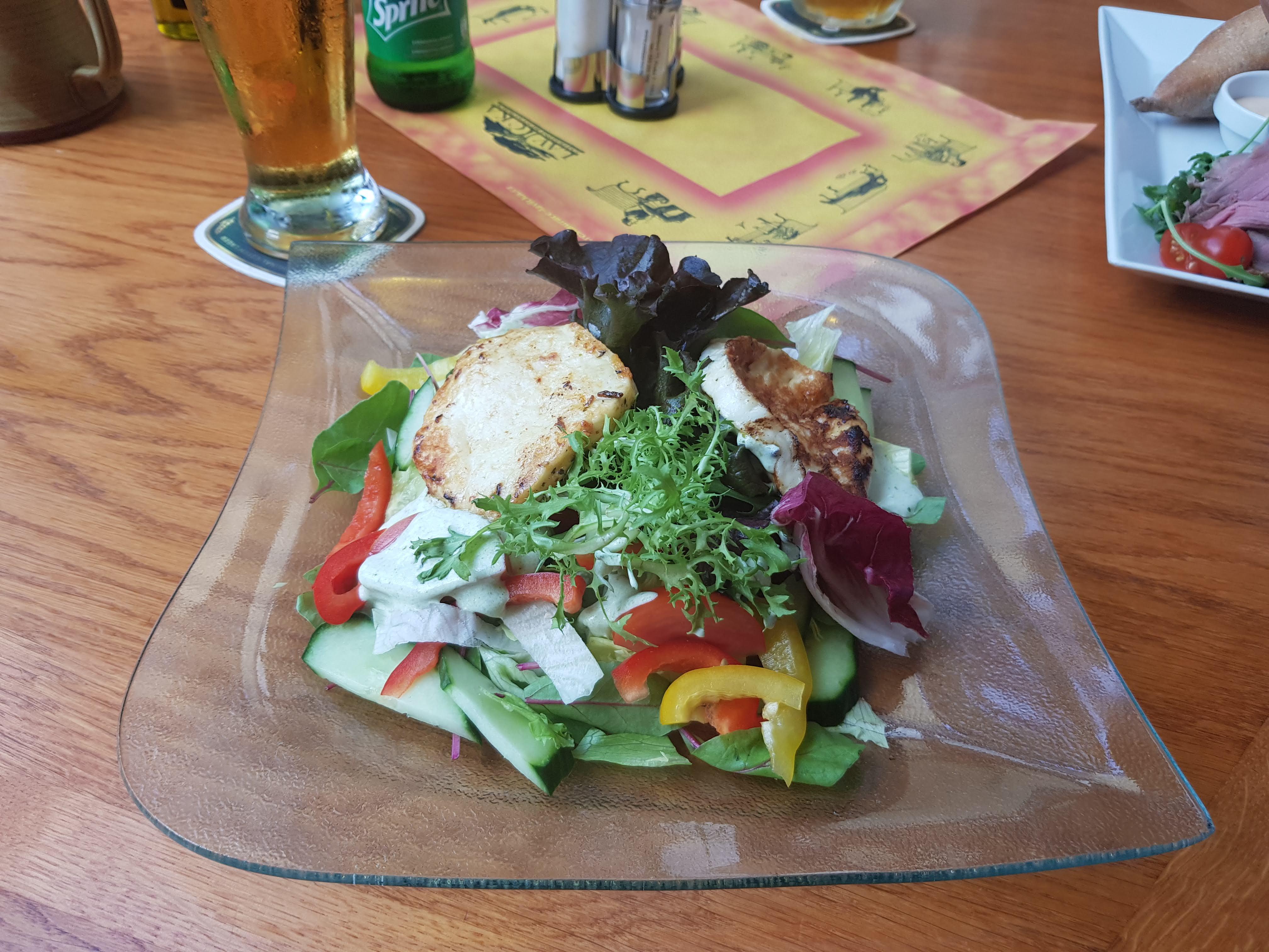 Salat mit Halloumi, Lavicka, Prag